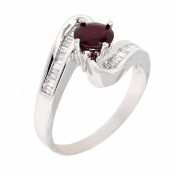Золотое кольцо с бриллиантами и рубином