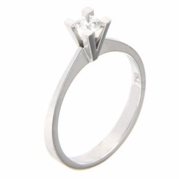 Золотое кольцо с бриллиантом